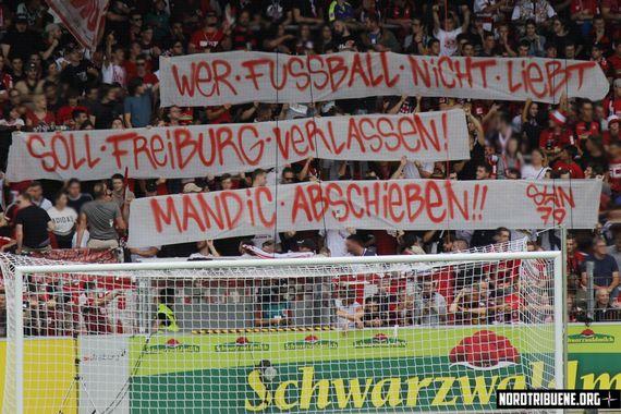 Fan-Aktion gegen die AfD im SC-Stadion.